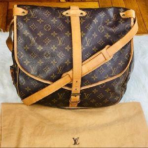 🔥😍 Louis Vuitton Saumur 35 crossbody